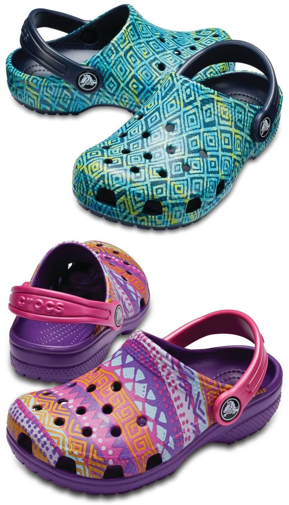 CROCS Classic Graphic Clog K Clogs Hausschuhe Gartenschuhe Freizeitschuhe Schuhe